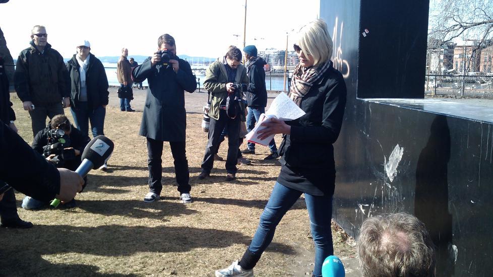 NESTEN ALENE: Leder Lena Andreassen i NDL var s� og si alene da hun skulle holde sin appell. Foto: Eiliv Frich Flydal