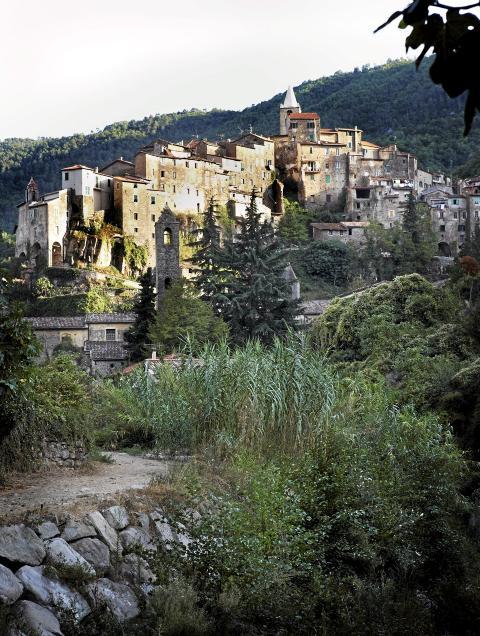 MIDDELALDERKLYNGE: Ceriana ligger 370 m.o.h. og har 1280 innbyggere. Foto: Margaret M. de Lange
