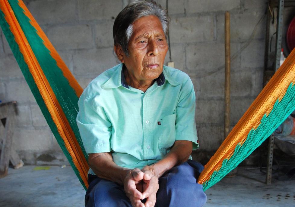 IKKE S� SNAKKSALIG: Manuel Segovia (75) er en av to som snakker ayapaneco. Foto: EPA/JAIME AVALOS/Scanpix
