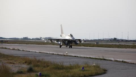 DELTAR I HYPPIGE BOMBETOKT: De norske F16-kampflyene deltar i fire til �tte operasjoner i d�gnet. Foto: Brynjar Stordal/Forsvaret
