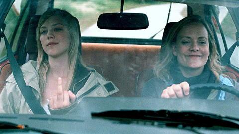 SPILLER I FILMEN: Helene Bergsholm spiller Alma, og Henriette Steenstrup spiller moren hennes i �F� meg p�, for faen�.