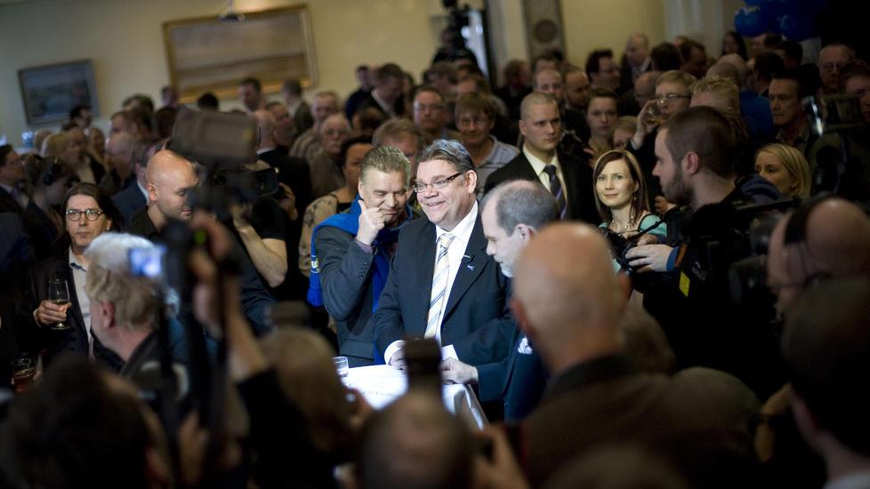 VALGSENSASJON: Lederen for det finske nasjonalistpartiet Sannfinnl�ndarna, Timo Soini, venter p� valgresultatet under valgvaken i Helsinki. Foto: AFP PHOTO / JONATHAN NACKSTRAND