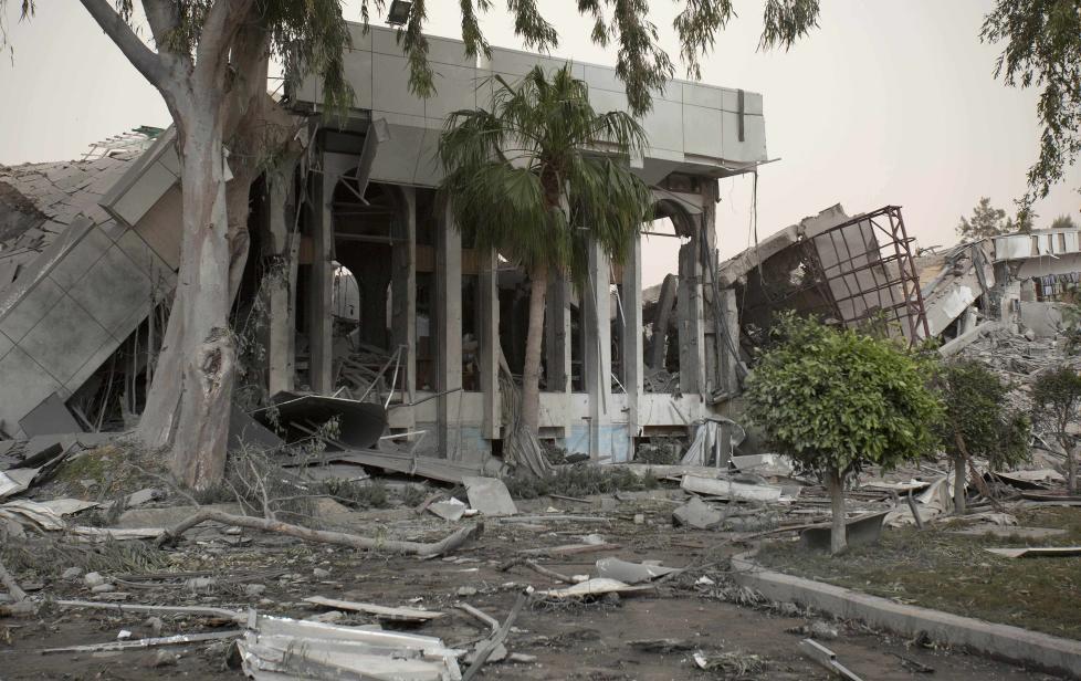 KADHAFIS HOVEDKVARTER: If�lge amerikanske medier var det to norske F-16 fly som bombet Kadhafis hovedkvarter. Foto: Darko Bandic/AP/Scanpix