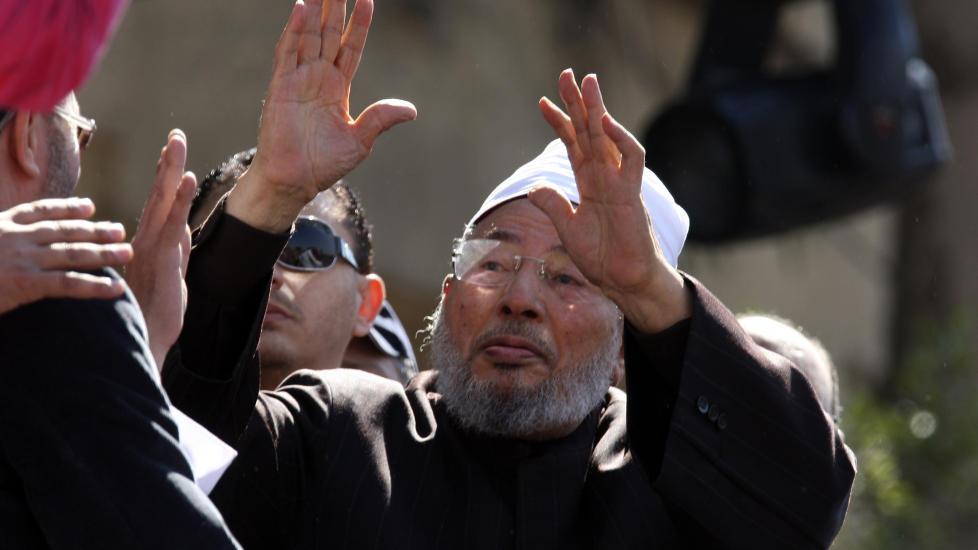 OMSTRIDT: Mannen som den norsk-irakiske forfatteren Walid al-Kubaisi har omtalt som �farligere enn Osama bin Laden�, Yusuf al-Qaradawi, flytter if�lge en tyrkisk avis til Norge. (AP Photo/Khalil Hamra)