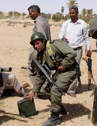 Over 800 fanger har r�mt fra to fengsler i Tunisia