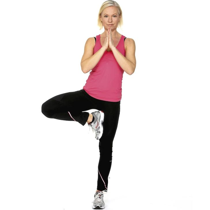 BALANSE:Stå på et ben og sett foten inn mot låret. Foto: Petter Berg, HM Foto