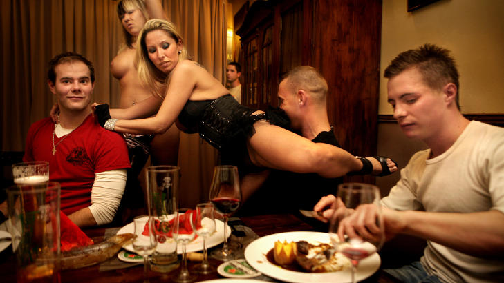 nakene norske jenter ømme bryster etter mensen