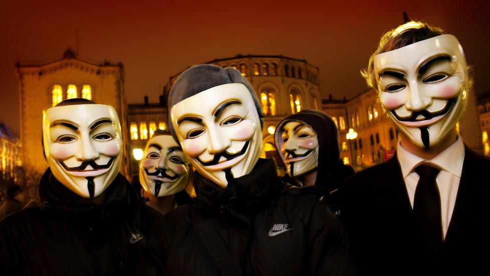 HACKERE: Hacker-gruppa Anonymous har angrepet hjemmesiden til dagligvarekjeden Kiwi, og g�r til angrep p� den norske regjeringen.  Foto: Lars Myhren Holand
