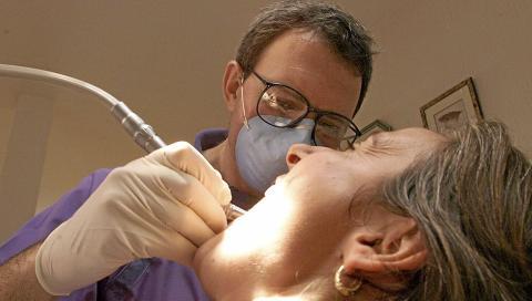 PLAGER: Har du generelle helseplager relatert til amalgam i tennene, skal du ta kontakt med fastlegen din. Illustrasjonsfoto: www.colourbox.com