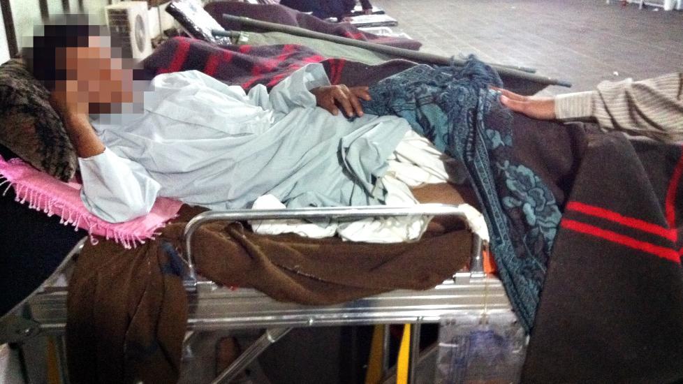 HARDT SKADD: Omer (27) husker lite av angrepet f�r han v�knet opp p� ett av sykehusene i Sana i Jemen. Han er hardt skadet i underlivsregionen. Foto: Privat