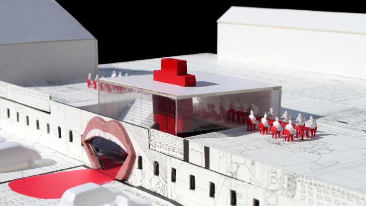 GJENNOM MUNNEN: Pushwagners kunst gjenspeiler seg i modellen av museet hans. Blant annet blir inngangspartiet formet som en gigantisk �pen munn. Foto: CODE ARKITEKTUR