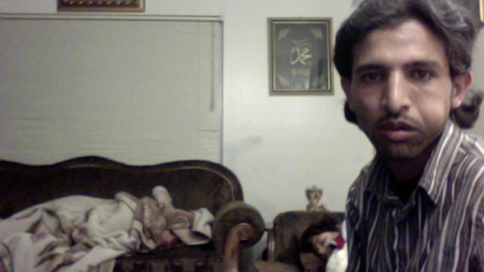 FANGET P� WEBKAMERA: Et spionprogram avsl�rte at denne mannen (27) var i besittelse av Joshua Kaufmans stj�lne Macbook. Foto: AP/Joshua Kaufman