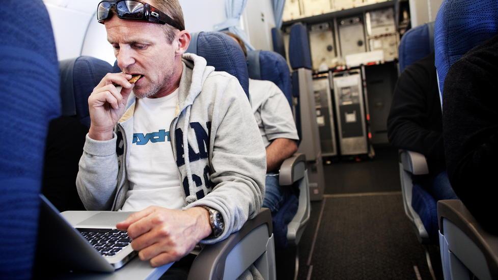 Farvel, Harry: P� flyet til New York avsl�rer Jo Nesb� overfor Magasinet at Harry Hole-serien g�r mot slutten. - Jeg har andre fortellinger jeg har lyst til � fortelle. Foto: Lars Myhren Moland.