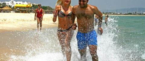 Laura (32) og Imed (28) gjorde ti dagers sydenkupp til denne stranda