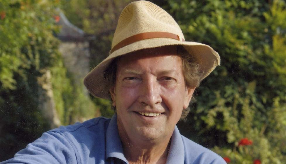 FRANSK KRIM: Britiske Martin Walker skriver krim fra den franske landsbygda. Velskrevet, men i overkant mye idyll, mener anmelderen. Foto: Quercus Books