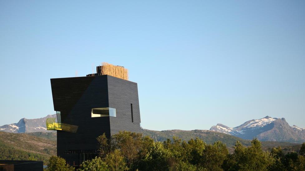 STYGT... ELLER PENT?  Hamsunsenteret p� Hamar�y i Nordland.  K�ret til et av Norges styggeste bygg - og til landets flotteste. Foto:  Grethe Einarsen