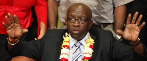Jack Warner gir seg i FIFA