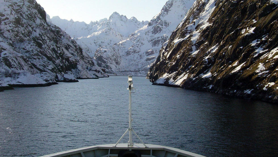 Mer av dette: N�r Hurtigruten kommer i havn i Kirkenes i dag, har flere millioner nordmenn opplevd slike bilder via skjermen. Her er MS Nordnorge i Trollfjorden. Foto: NRK