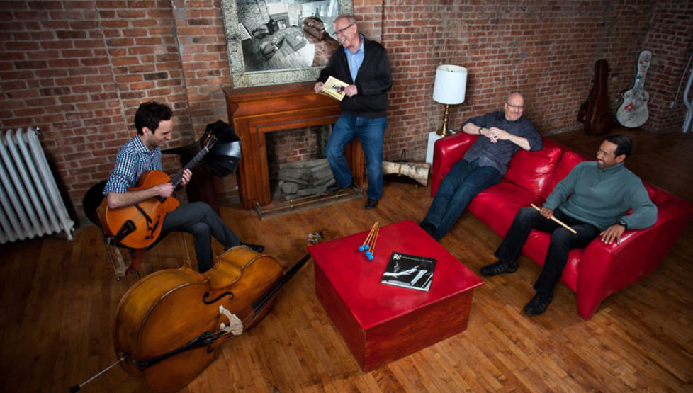 NY STOR KVARTETT:  Vibrafonisten Gary Burton (bakerst) har med seg det nye gitar-esset Julian Lage, bassisten Scott Colley og trommeslageren Antonio Sanchez i sin nye kvartett som n� platedebuterer. Foto: Mack Avenue Records.