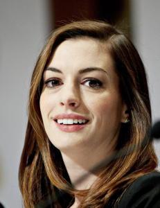 - Anne Hathaway h�ndhilste ikke p� meg fordi hun var redd for � bli smittet av ebola