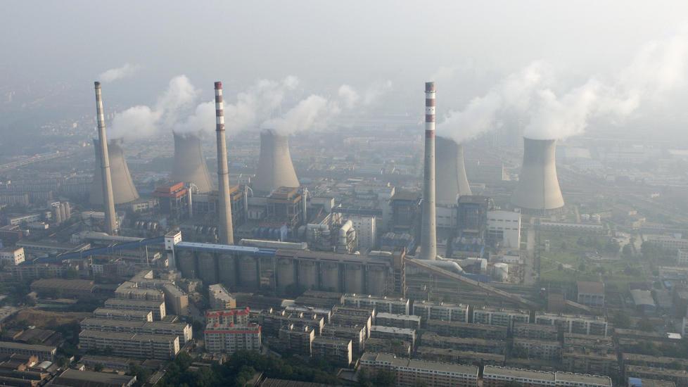 �KTE UTSLIPP: Samtidig som Kina har �kt CO2-utslippene, har svovelutslippene ogs� �kt. Dermed har den globale oppvarmingen uteblitt det siste ti�ret. Foto: REUTERS/SCANPIX