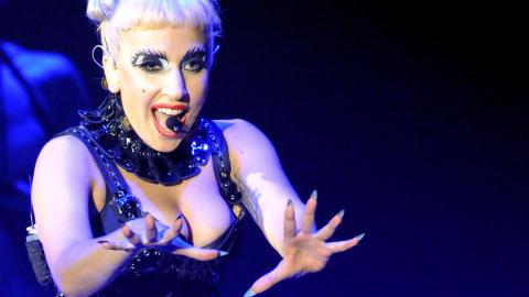 SCENESHOW: Lady Gaga er kjent for � lage show b�de p� og utenfor scenen. Foto: Toshifumi Kitamura/AFP Photo