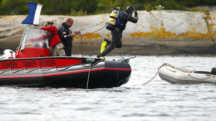 LETTE I FLERE DAGER: Over 20 dykkere var involvert i s�kene etter Per-Erik Burud, som ble avsluttet p� s�ndag. I g�r ble han funnet i vannet av en kvinne. Foto: Eirik Helland Urke