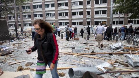 FLERE OMKOMMET: Politiet bekrefter at det er flere omkomne etter eksplosjonen. P� Oslo Universitetssykehus har de mottatt ni pasienter, flere til dels alvorlig skadd.  Foto: Thomas Winje �ijord / Scanpix
