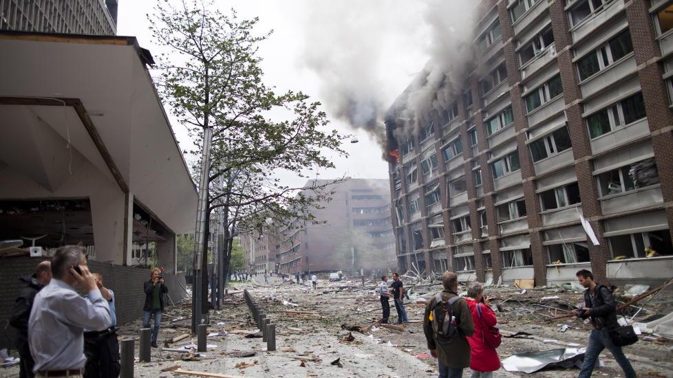 KRAFTIG EKSPLOSJON: Skadeomfanget er enormt etter eksplosjonen i Regjeringskvartalet i ettermiddag. Foto: Thomas Winje �ijord / Scanpix