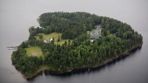 MINST 85 DREPT: Minst 85 mennesker ble skutt og drept i massakren på Utøya fredag. Her et oversiktbilde av Utøya. FOTO: ADRIAN ØHRN JOHANSEN/ DAGBLADET