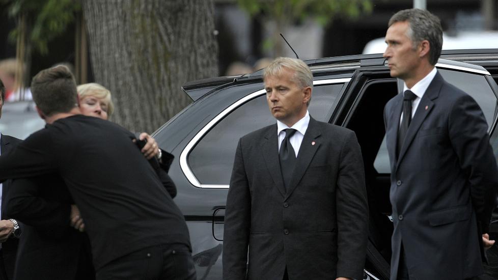 PRESSEKONFERANSE : Statsministeren holder pressekonferanse p� Sundvollen.