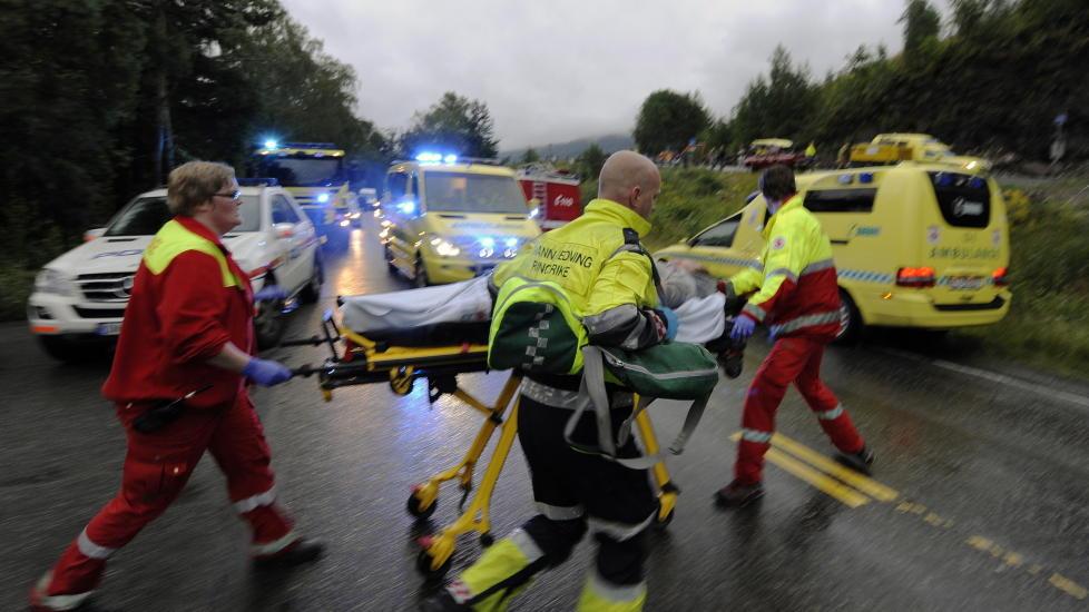 Sjefkirurg Colin Poole, som har behandlet flere av ofrene etter Ut�ya-skytingen, sier skuddskadene ikke likner p� noe han har sett f�r.  Foto: Morten Edvardsen / Scanpix