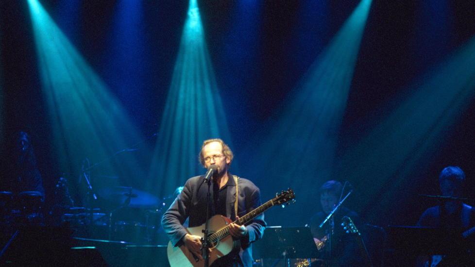 """<b> SANGENE SOM TRØSTER OSS: </B> Musikk har vært viktig for oss nordmenn etter terrorangrepene. Her er vår sak fra i fjor om <a href=""""http://www.dagbladet.no/2011/07/26/kultur/ole_paus/age_aleksandersen/mikael_wiehe/musikkvitenskap/17350700//"""">Sangene som trøster oss</a>"""