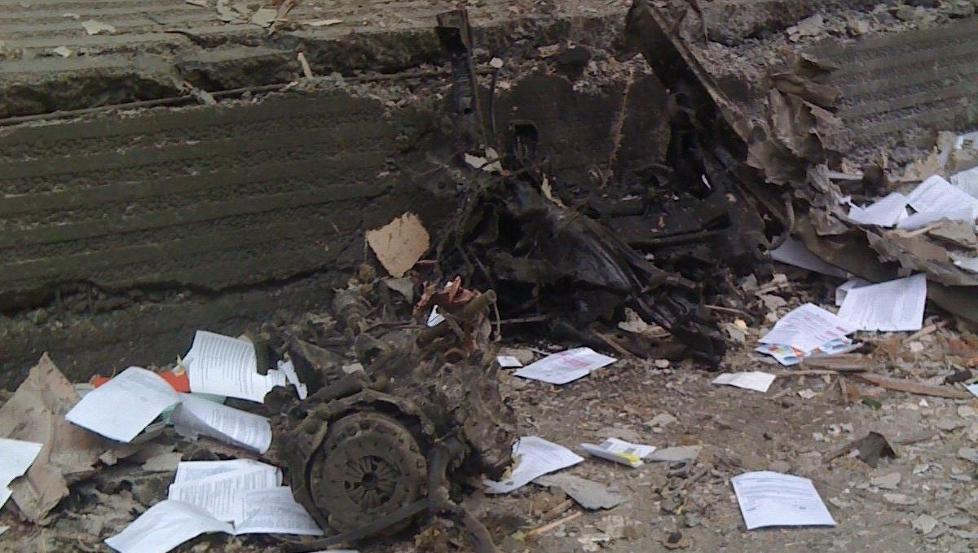 BOMBEBILEN: Restene etter det som trolig var leiebilen Anders Behring Breivik brukte da han plasserte bomben i regjeringskvartalet. Foto: privat