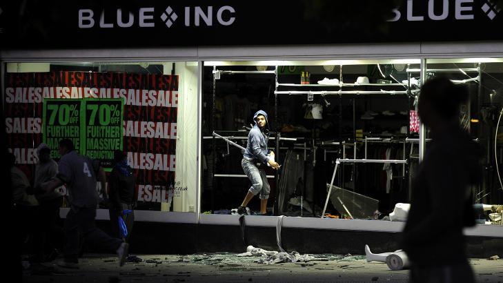 PLYNDRING: Plyndring er blitt et stort problem knyttet til oppt�yene. Foto: REUTERS/Dylan Martinez/Scanpix