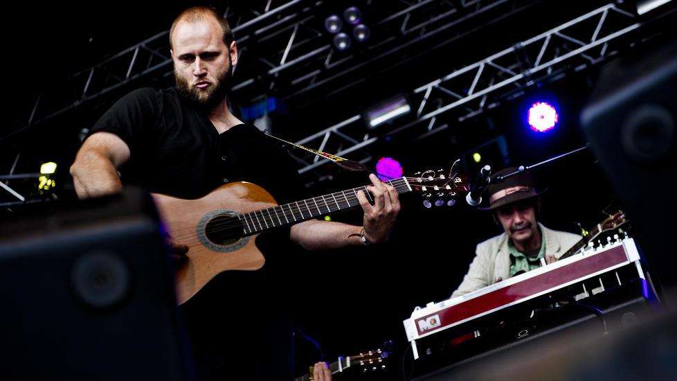 HEIDERSMANN: Stein Torleif Bjella p� �yafestivalens siste dag. Her sammen med HP Gundersen i bakgrunnen. Foto: H�kon Eikesdal / DAGBLADET