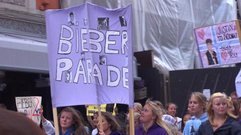 LILLA: Justin Biebers favorittfarge var ledende i paraden. Foto: Han Derre Magnus Dorati
