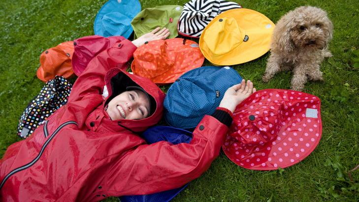 DRØMMEN:  Lisbeth Lillebøe har skapt regntøy for den lekne. Foto: Tor Erik H. Mathiesen