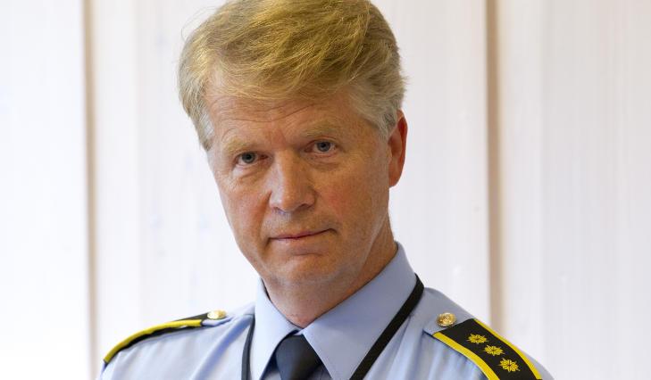 LEGGER SEG FLAT: Magne Rustad, stabssjef ved Nordre Buskerud politidistrikt, sier han skj�nner reaksjonene, og at salget kan oppfattes som uf�lsomt. Foto: TERJE BENDIKSBY / SCANPIX