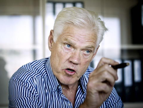 FORBANNET: Arne Treholt er blant de mange med kypriotisk konto som kan blir rammet dersom bankskatten innf�res. Det liker han d�rlig. Foto: BJ�RN LANGSEM / DAGBLADET