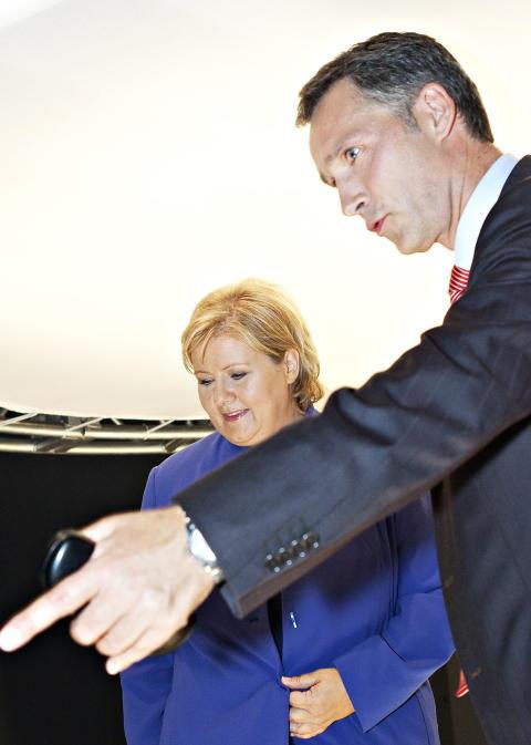 VINNERE:  H�yre-leder Erna Solberg og Ap-leder Jens Stoltenberg har st�rst grunn til � v�re forn�yd med �rets skolevalg.   Foto: Nina Hansen / Dagbladet