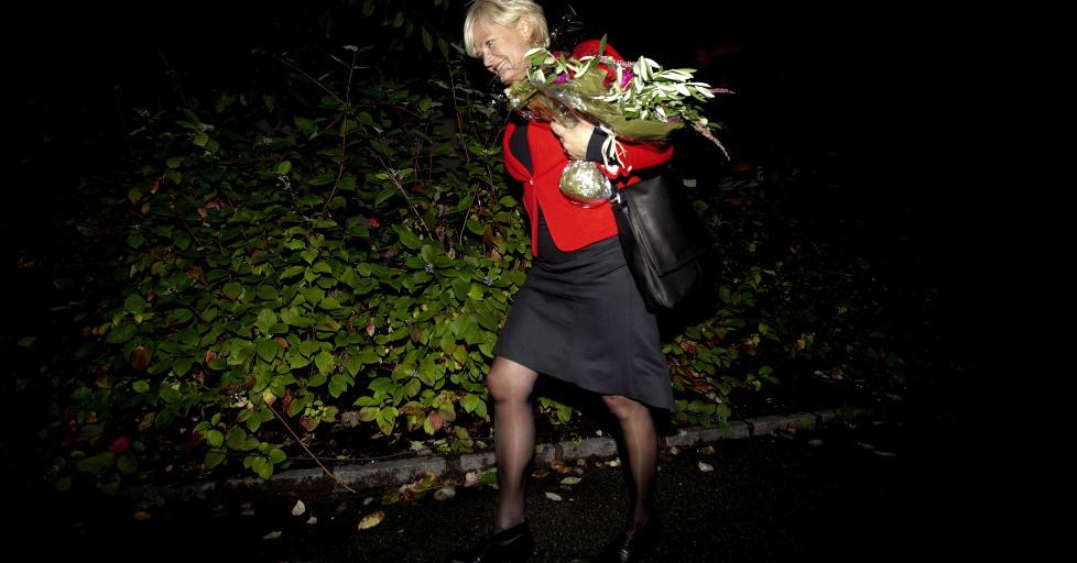 AVGANG: Kristin Halvorsen overrasket mange p� SVs valgvake med � kunngj�re sin avgang som SV-leder til v�ren. Her er hun p� vei hjem etter partilederdebatten i Stortinget. Foto: Stian Lysberg Solum/SCANPIX