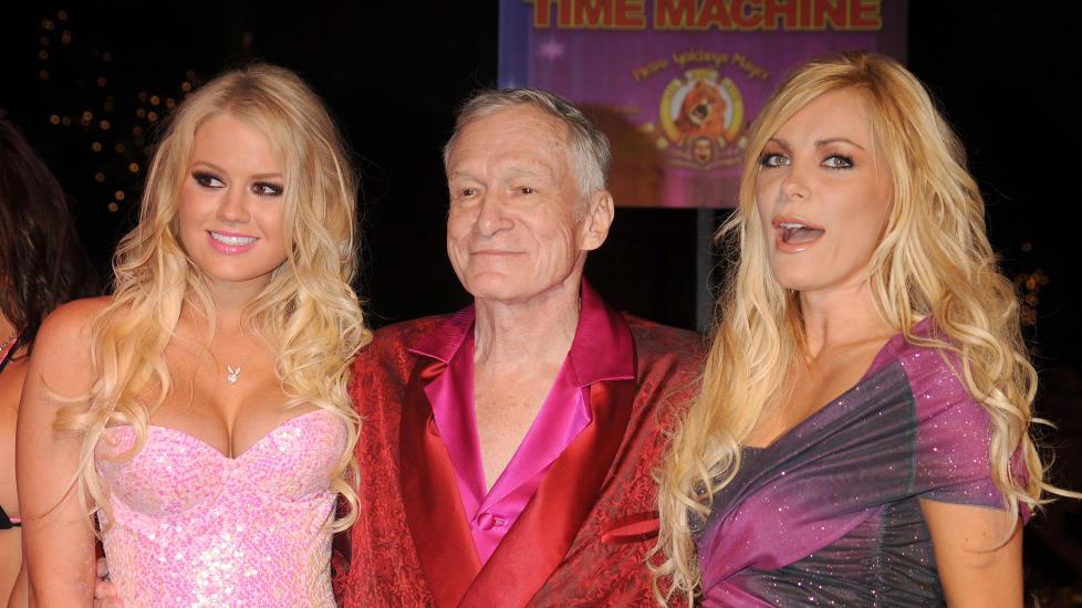 �N P� HVER ARM: Playboy-konge Hugh Hefner sl�r tilbake mot eksforloveden Crystal Harris (25), som hevder at sexen med 85-�ringen var alt annet enn god - og varte i rundt to sekunder. Foto: Stella Pictures