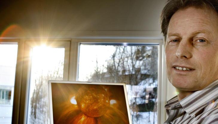 -UVANLIG: Seniorforsker Pål brekke ved Norsk Romsenter mener det er uvanlig at sola er så rolig som den er nå. Sola befinner seg nå på det stedet i sin syklys hvor den vanligvis er aller mest aktiv. Foto: OLE C. H. THOMASSEN/Dagbladet