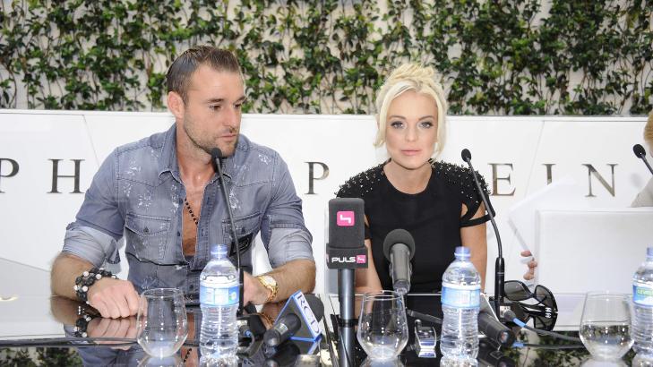 DET NYE FJESET: Den tyske designeren Philipp Plein og hans nye ansikt Lindsay Lohan (25) under pressekonferansen under moteuka i Milano i g�r. Foto: Stella Pictures