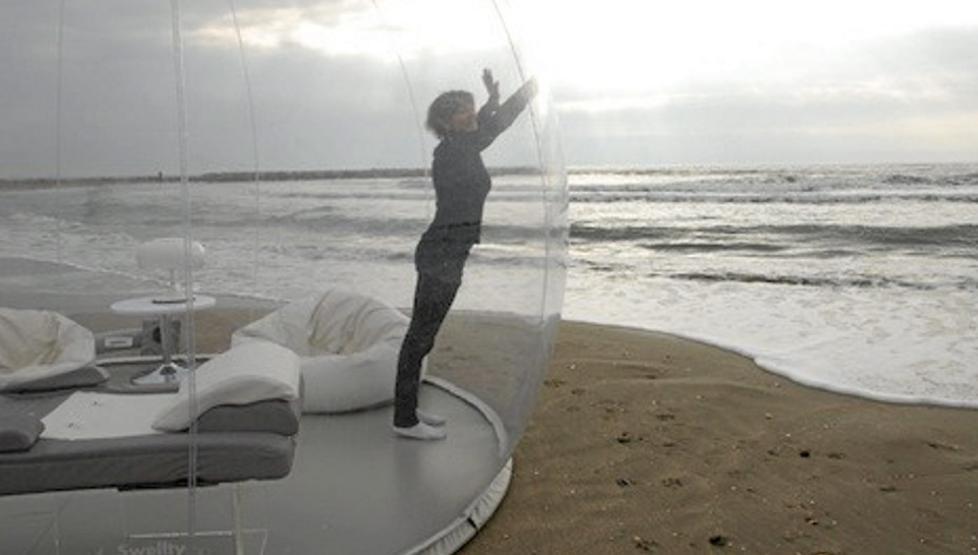 Эта уникальная прозрачная палатка-пузырь была разработана Pierre Stephane D