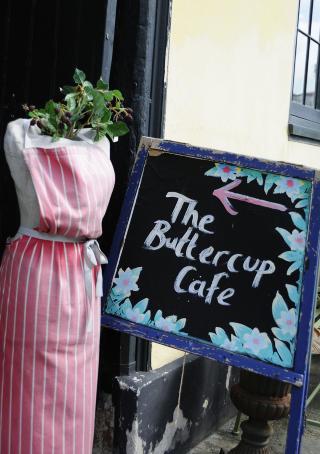 THE BUTTERCUP CAF�: Her f�r du mat som gj�r godt for sjelen. Foto: MARIANNE WIE