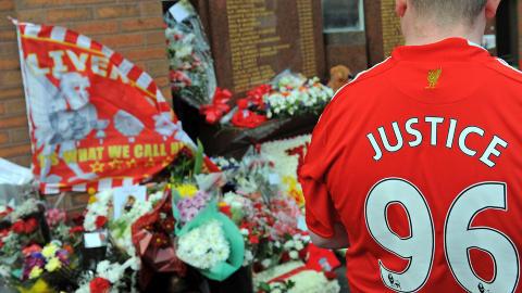 TRAGEDIE: Dette bildet er tatt fra 20-�rs markeringen etter Hillsborough-tragedien. Foto: AFP