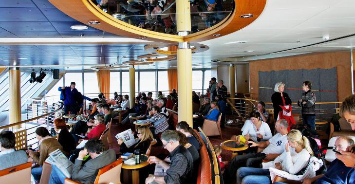ROLIG: Slik er livet p� Hurtigruten: Du l�rer � slappe av. Foto: MORTEN STOKKAN