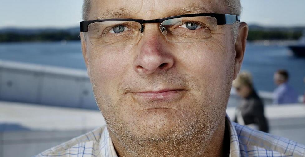 DEBUTANT: Knut Henning Larsen er strafferettsadvokat til daglig. N� debuterer han med krimroman. Foto: Adrian �hrn Johansen